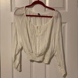 White log sleeve shirt